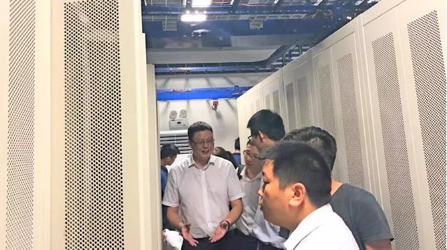 考察众泰IT机房